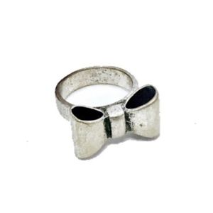NEW SUPER CUTE SILVER BOW TIE RING IN SIZE 5